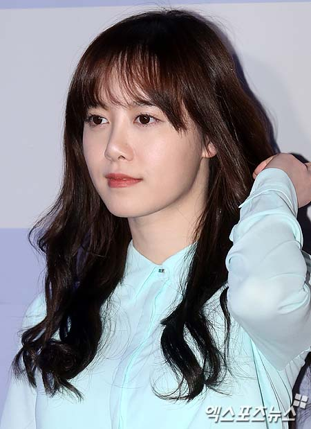 2013-02-25 Koo Hye Sun extreno de  Touch of Light 02