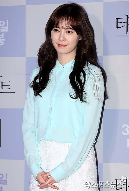 2013-02-25 Koo Hye Sun extreno de  Touch of Light 08