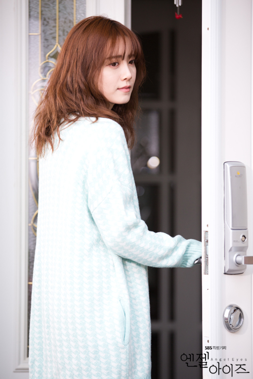 2014-04-22 Fotos oficiales Koo Hye Sun-Angel eyes 08