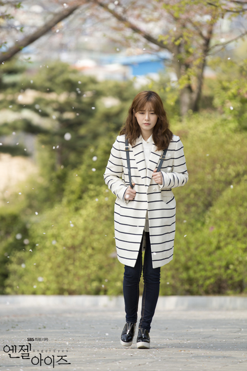 2014-04-29 Koo Hye Sun Oficiales Angel Eyes 08