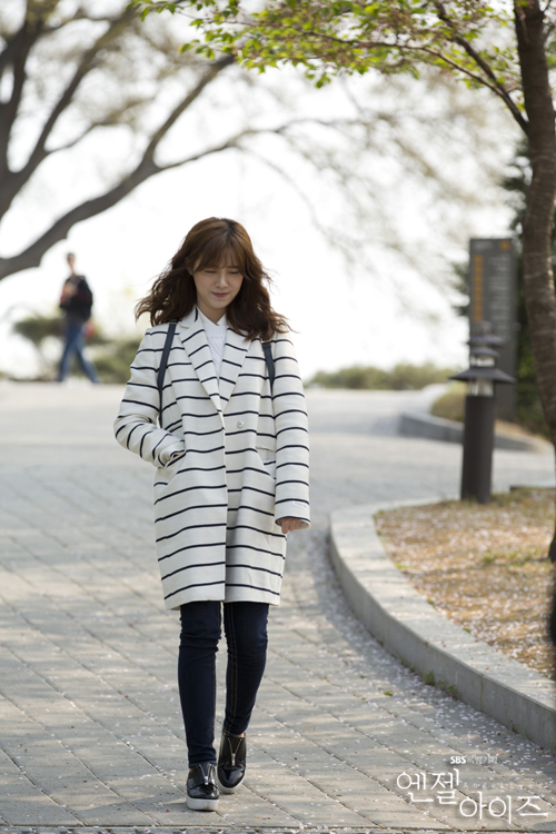 2014-04-29 Koo Hye Sun Oficiales Angel Eyes 09