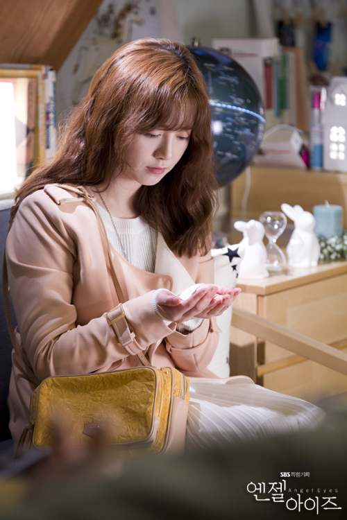2014-05-02 Koo Hye Sun Oficiales Angel Eyes 03