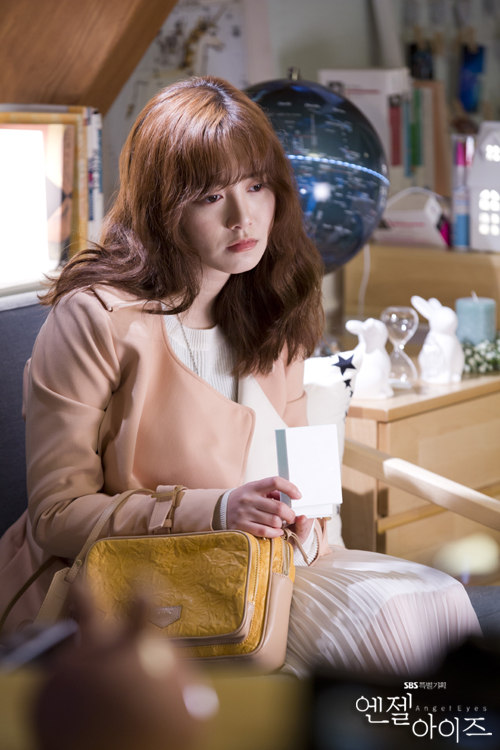 2014-05-02 Koo Hye Sun Oficiales Angel Eyes 04