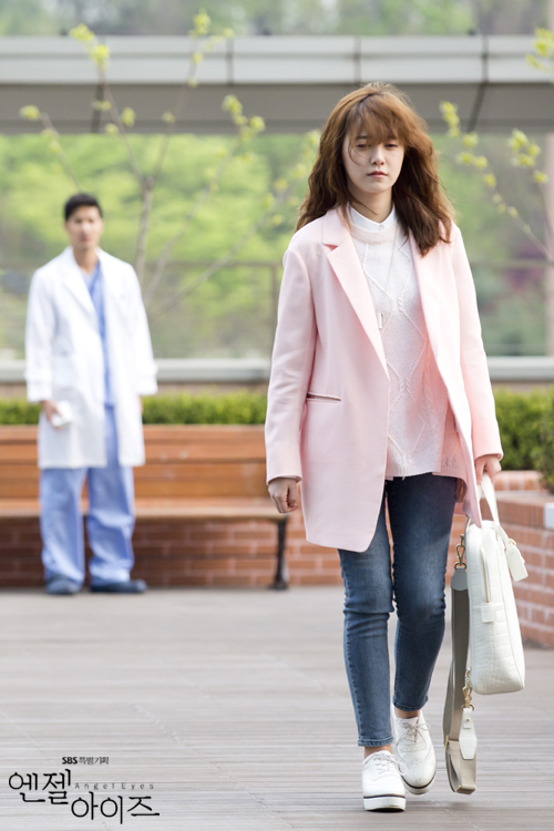 2014-05-08 Fotos oficiales Koo Hye Sun-Angel eyes 09