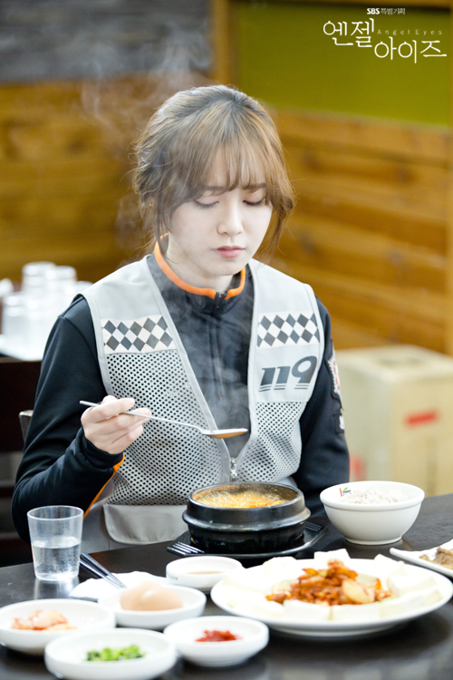2014-05-09 Fotos oficiales Koo Hye Sun-Angel eyes 09