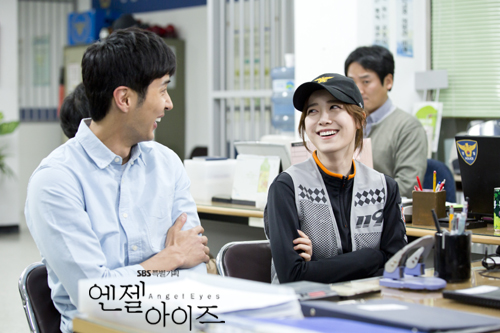 2014-05-12 Fotos oficiales Koo Hye Sun-Angel eyes 02