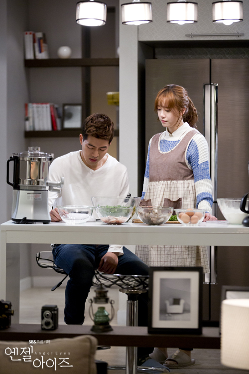 2014-05-14 Fotos oficiales Koo Hye Sun-Angel eyes 25